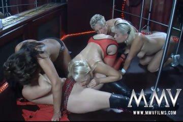 Amatőr szexvideók - nyalás a színpadon